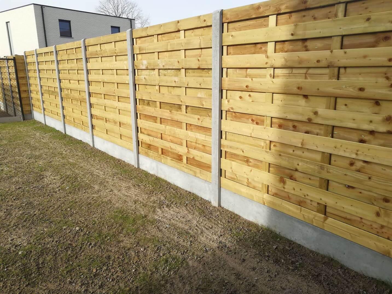 houten tuinafsluiting met betonpalen
