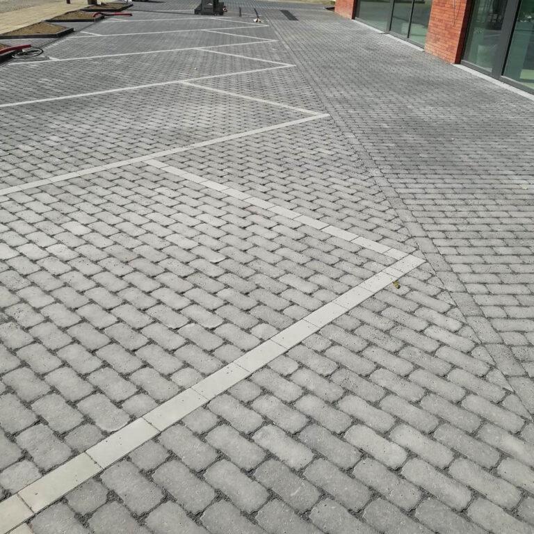 aanleg parking met waterdoorlatende betonkeien
